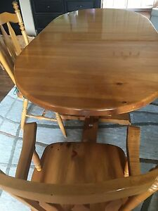 Beautiful Solid Pine Dining Room Table with 6 Chairs