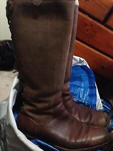 ugg ladies used brown leather boots Bentleigh Glen Eira Area Preview