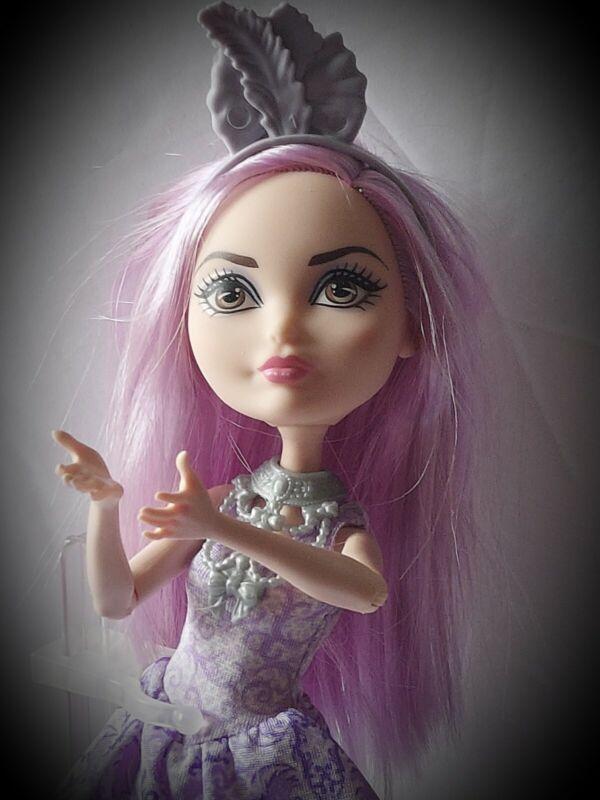 Duchess Swan doll Birthday Ball Ever After High 2016 stand purple hair dress