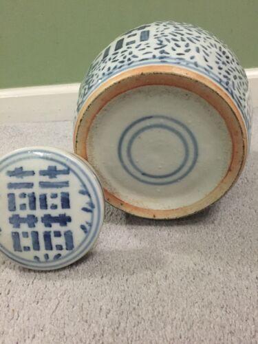 Antique Vintage Old Chinese Blue White Porcelain Pottery Jar
