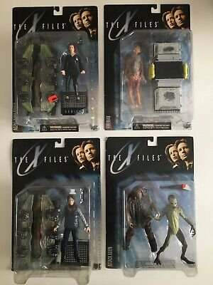 X-Files RARE McFarlane figures SET collection LOT of 4 Mulder Scully Alien