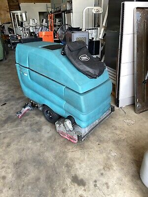 Tennant 5700 Xp Model Es With 32 Cylindrical Brushes Wet Vacuum Hose Option