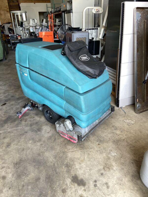 "Tennant  5700 XP Model ES with 32"" cylindrical brushes & Wet vacuum hose option"