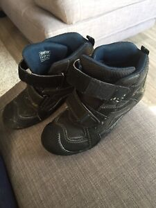 Geox boy's boot size 3.5