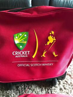 Johnnie Walker Cricket Bag & Cricket Net