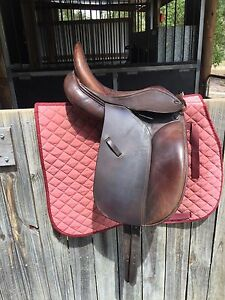 15 inch dressage saddle Tamborine Ipswich South Preview