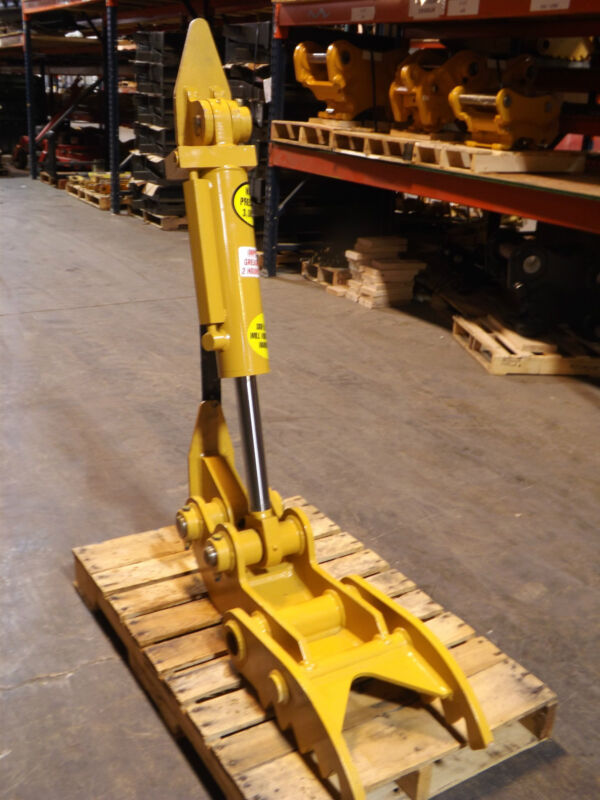 "New 12"" X 35"" Hydraulic Thumb And 24"" Jcb 214 Bucket"