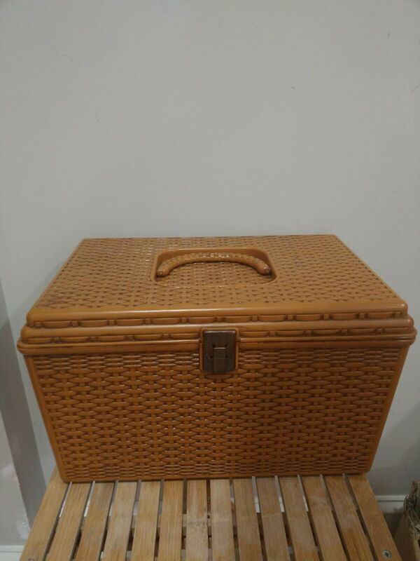 Vtg Wilson Wil-Hold Plastic Basket Weave Craft Sewing Box Removable Trays