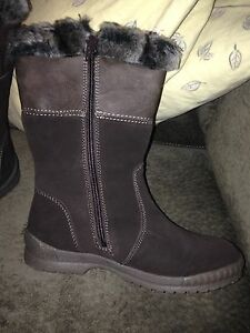 Suede Winter Boots Size 8     Fairview