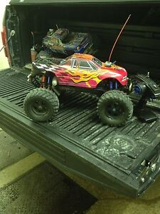 Team Associated MGT 4.6 nitro monster Truck