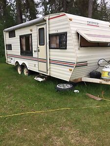 1989 24 ft Skipper camper trailer