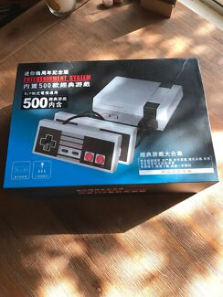 Mini NES - 500 Games! Only used once.