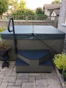Beachcomber Hot Tub Model 720 with electrics