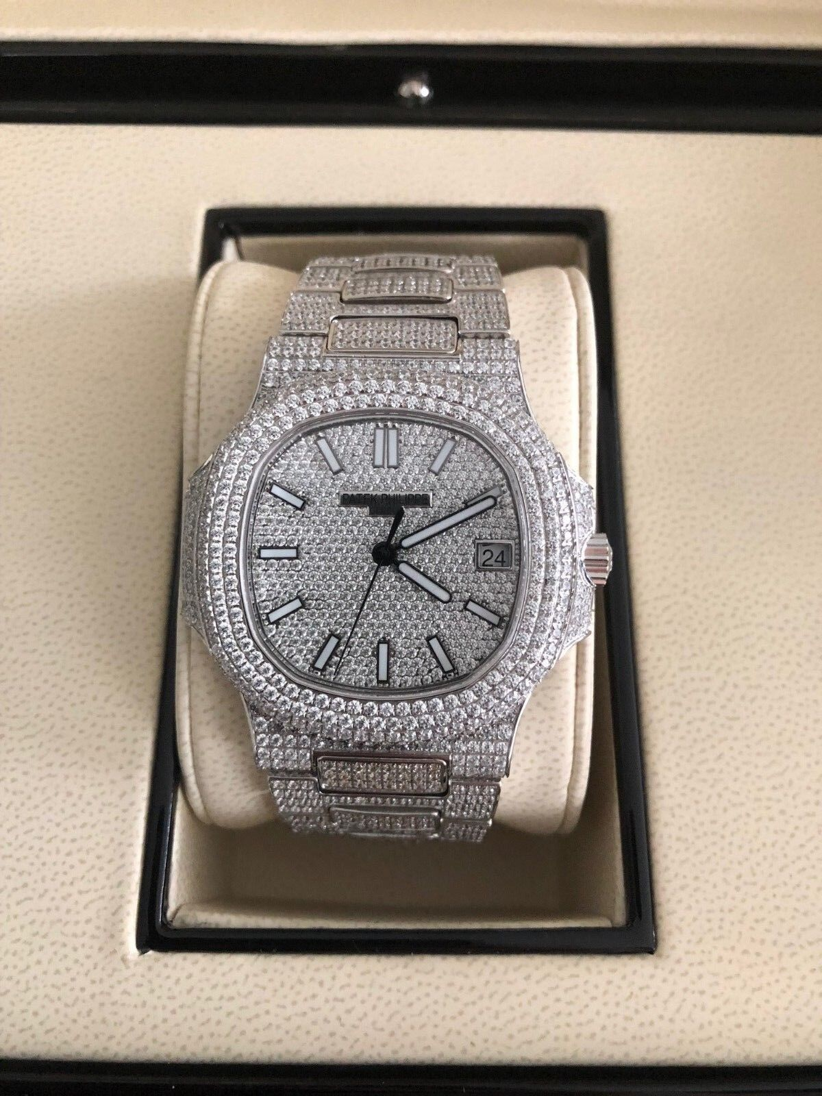 $36601.00 - Patek Philippe Nautilus Stainless Steel 26.5ct Diamonds 5711/1A