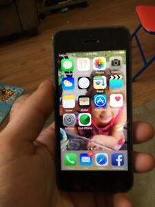 Koodo IPhone 5s 32Gb like new with case