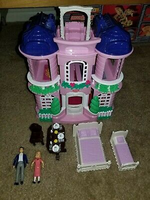 Sweet Streets Loving Family Fisher Price Pink Mansion  House 2001 w/ accessories