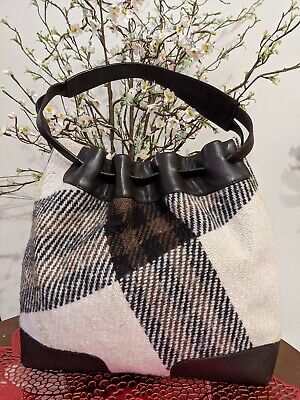 Burberry LONDON wool- Leather Handbag