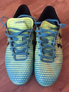 Under Armour boys size 6 outdoor soccer cleats