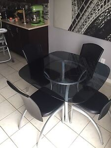 Kitchen set: table, 4 chairs, 2 bar stools