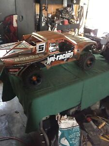 Baja Hpi 5t with upgrades not Losi Traxxas redcat