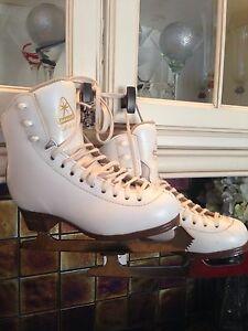 Jackson Artiste size 3 figure skates for sale
