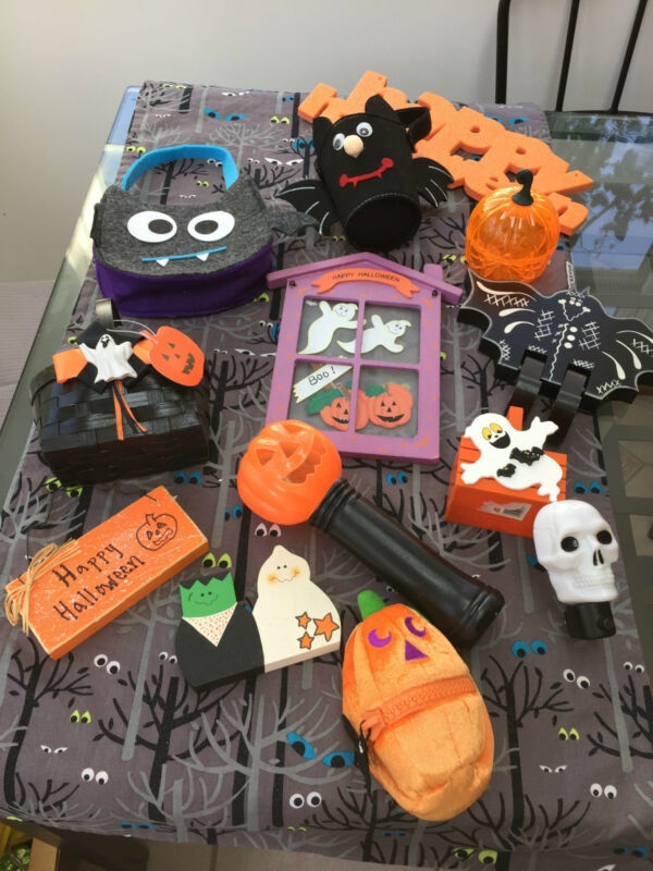13 Pc Halloween Decoration Lot Wood Fabric Bats Flashlight Pumpkins & More Decor