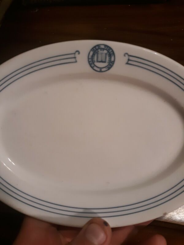 """Old Middlebury College seal China oval plate 7 1/8"""" oval Syracuse China NR"""