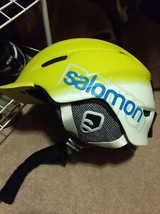 Salomon Helmet Size Medium Kingston Kingston Area image 1