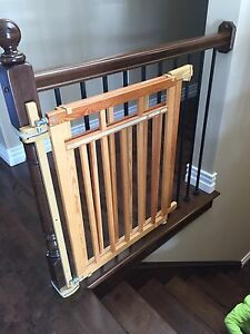 Stairway baby gate
