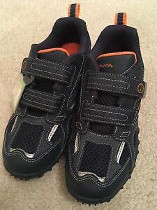 NWT Stride Rite Boys size 13 Runners
