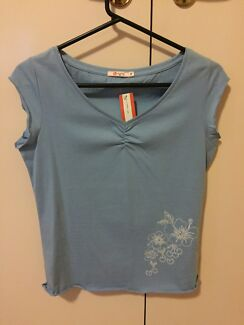 New Size M U Right Top. Tag still intact  Doncaster Manningham Area Preview