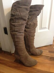 SELLING • Knee-High Steve Madden Boots
