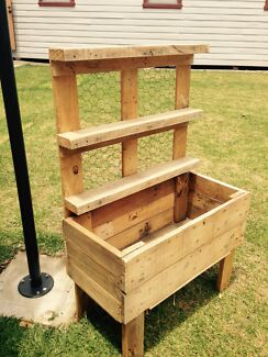 Medium Recycled Timber Planter Box with shelving 800x300