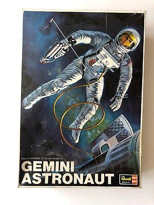 Revell 12 1:6 Gemini Astronaut Plastic Figure Kit H-1837U2