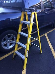 5' Warner Fiberglass Ladder 225lbs load capacity (Grade 2)