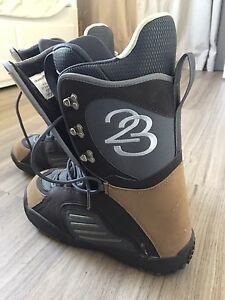 Division 23 size 9 snowboard boots $75