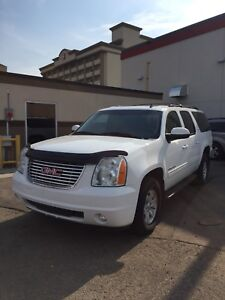 2013 GMC YUKON XL 7 seater w captain chairs Only $22800