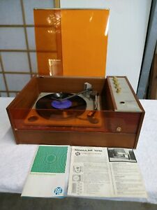 Sold awaiting pickup. Decorative old record player
