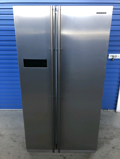Fridge/freezer - Samsung 600L stainless (Delivery Available)
