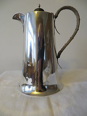LARGE SOLID SILVER COFFEE POT BY WALKER & HALL, SHEFFIELD 1922. 553g  17.77 T.oz