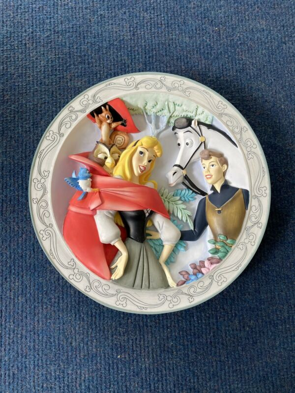 Disney Animated Classics Sleeping Beauty and Prince Philip 3D Collectors Plate