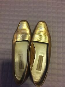 Selling bunch of women's shoes all size 9