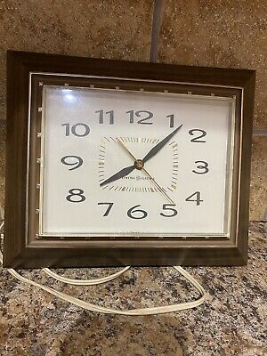 General Electric Retro Mid Century Retro Kitchen Wall Clock 2139 Vintage