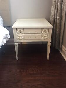 2 x end tables / chevet / nightstand