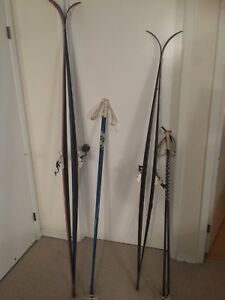 Pair of 2 cross country skis
