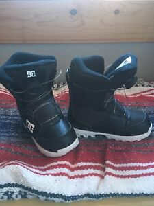 Boys size 2 Scout DC snowboard boots