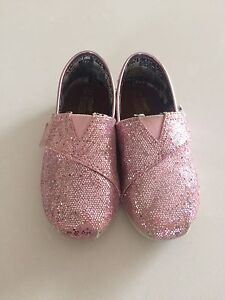 Sparkly pink toddler Toms