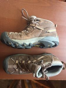 Keen Ladies Hiking Boots size 11