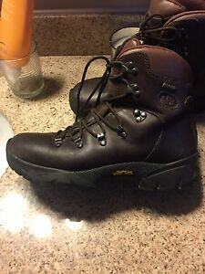 Ladies size 9 Merrell Ridge 2 Gore-Tex hiking boots