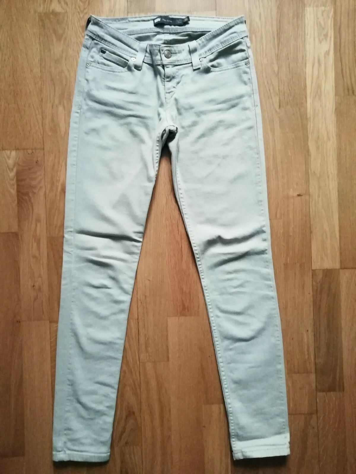 Jean levis skinny demi curve taille 26 neuf